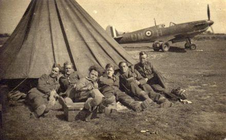 Spitfire_I_UM-_H_152_Sq_warmwell