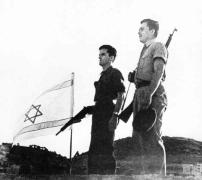 Jews-raise-the-new-Israeli-flag_1948